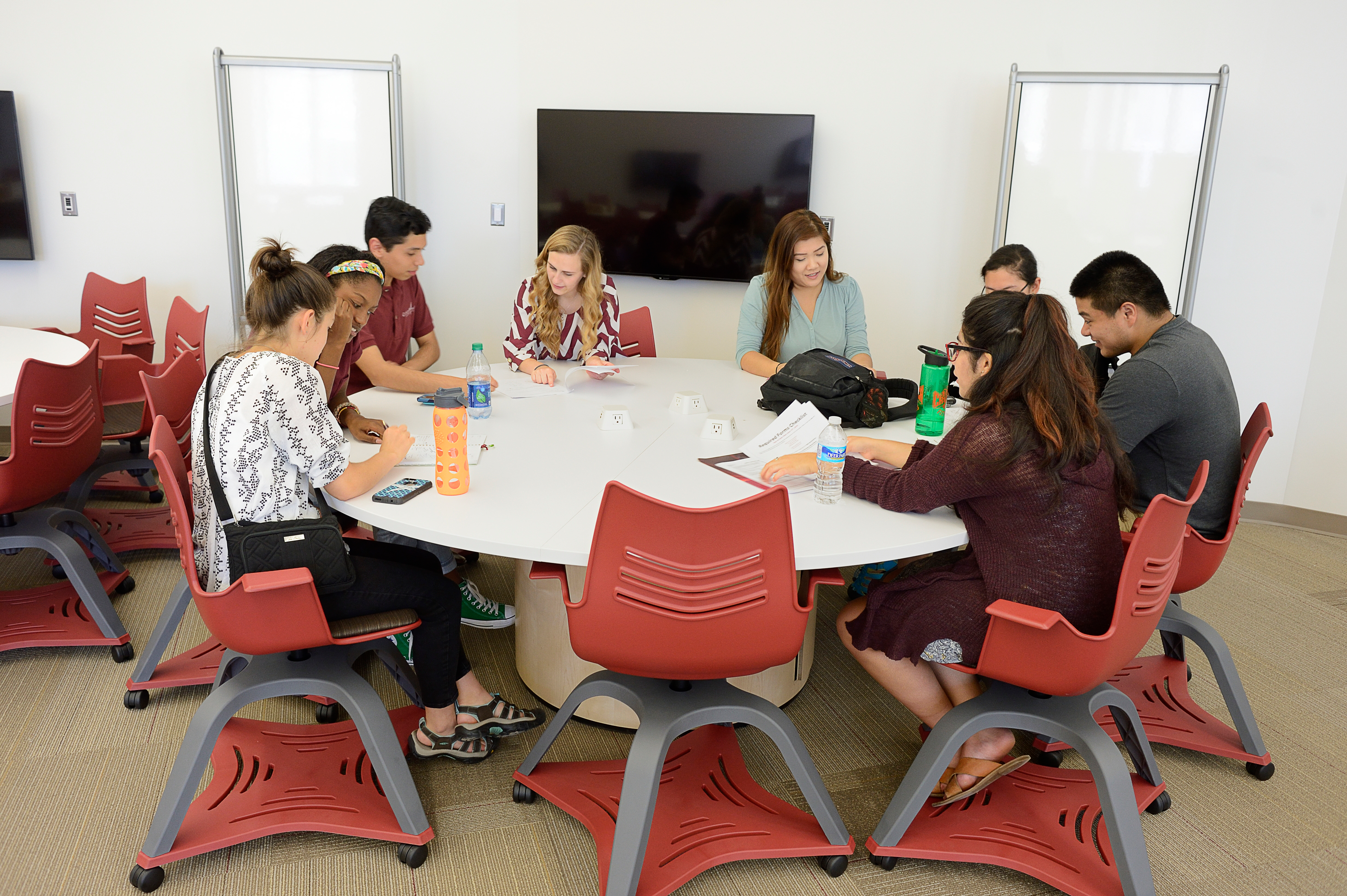 For The 13 Flexible Classrooms Selected Furniture Can Easily Facilitate Group Breakout Work Lecture Style Rows And Horseshoe Discussion